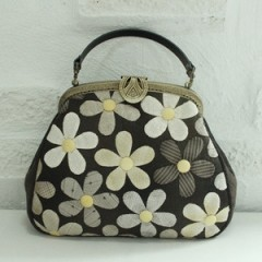 [HLK_498] Black Petite Flower Frame Bag